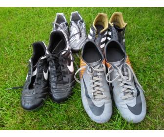 Chaussures de football Nike et Adidas en vente 1