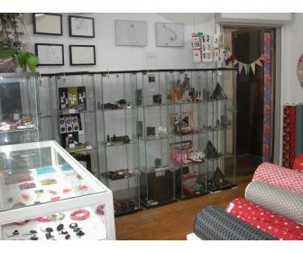 vitrine en verres ikea pas cher vendre. Black Bedroom Furniture Sets. Home Design Ideas