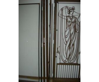 Porte en fer forger avec cadre en verre 3
