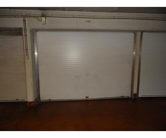 Garage 1 voiture dans un immeuble forest national for Voiture dans un garage