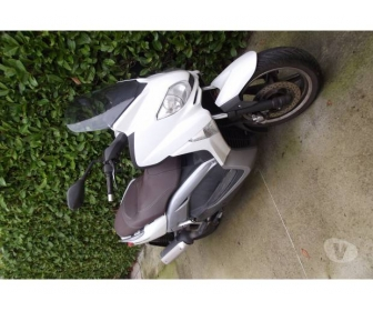 Moto Scooter MBK Skycruiser deux roues 1
