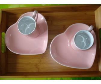 Petit service st valentin 2 tasses , 2 assiettes 1