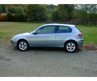 Voiture occasion Alfa 147 JTD 115 distinctive 1