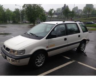 Mitsubishi Space Wagon 1