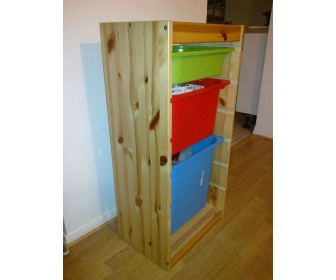 2x Etagères en bois IKEA (avec bacs de couleur) 1