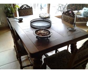 Table et chaises en chaîne massif 3