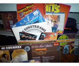 À vendre disque 95 disques de 33tours et 16 disques de 45 tours. 120€u 2