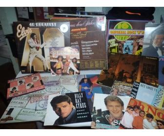 À vendre disque 95 disques de 33tours et 16 disques de 45 tours. 120€u 3