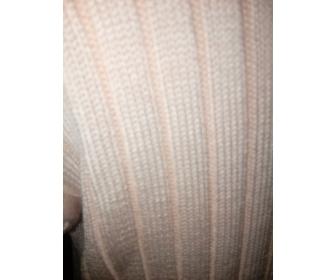 30 PULL LONG  rose à côtes,  fin tricot. 4